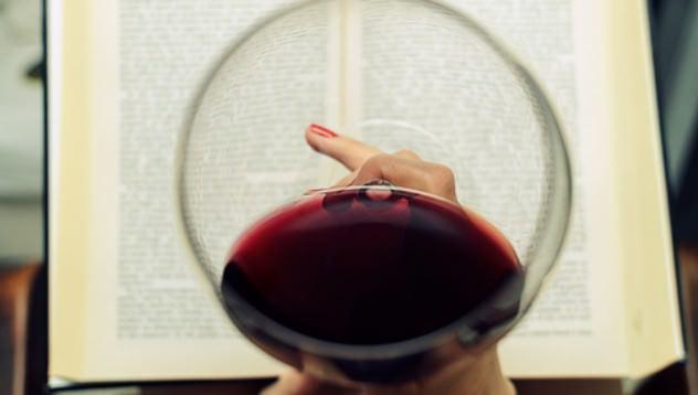 Vinul rosu este bun pentru dinti