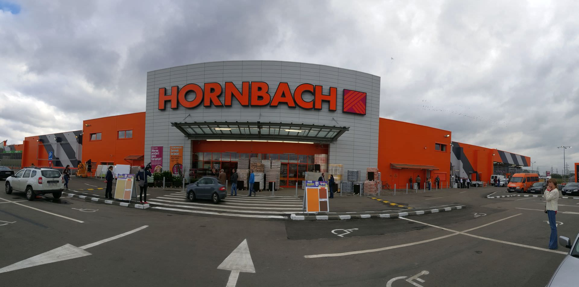video foto hornbach deschide magazinul din sibiu nem ii se iau de pre urile dedeman cum arat. Black Bedroom Furniture Sets. Home Design Ideas