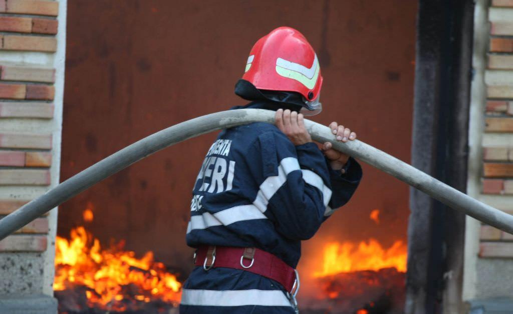 Pompierii au stabilit cauza incendiului la camionul de pe autostrada Sibiu – Sălişte