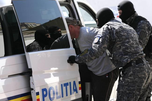 Elvețian reținut de poliție pentru pedofilie. Racola băieți din familii sărace la Sibiu