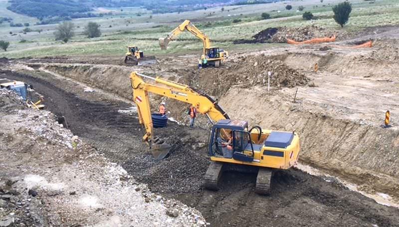 Bonusuri de aproape 40.000 de euro pentru drumarii care au reparat autostrada Sălişte – Cunța
