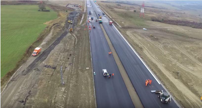 Presiuni la Ministerul Transporturilor să deschidă o porțiune din autostrada Sibiu – Lugoj. Problema e că acesta nu e gata