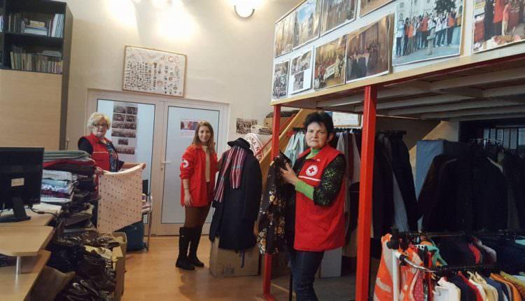 Magazin gratis la Crucea Roșie Sibiu. Cine poate să cumpere de acolo