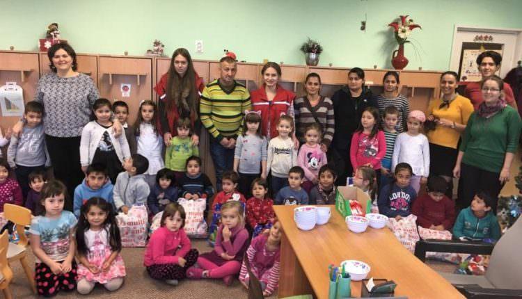 FOTO – Crucea Roșie a adus bucurie în sufletele a zeci de copii și familii nevoiașe din Sibiu