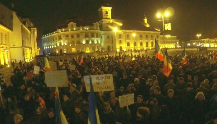 """Organizatorii protestelor de la Sibiu: """"Ne vedem diseară în Piața Mare"""""""