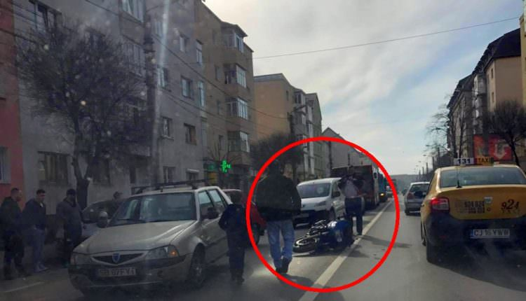 FOTO – Motociclist acroșat de o mașină pe strada Semaforului