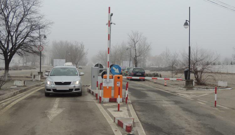 FOTO – Acces auto cu barieră și contra cost în incinta Cimitirului Municipal din Sibiu