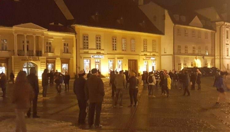 Proteste duminică de la Sibiu. Aproximativ 80 de oameni au mers în Piața Mare