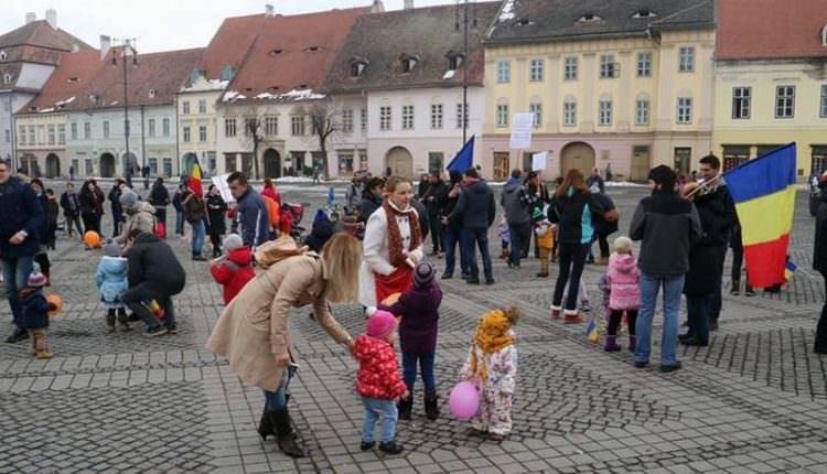 Poziția DGASPC Sibiu legat de protestarea părinților alături de copiii lor la manifestările din ultimele două săptămâni