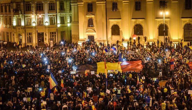 Proteste suspendate temporar la Sibiu după 14 zile de manifestații