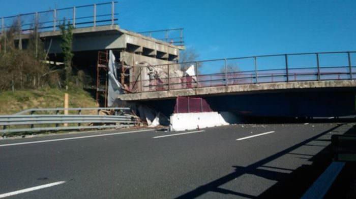 ponte crollato autostrada ancona 4