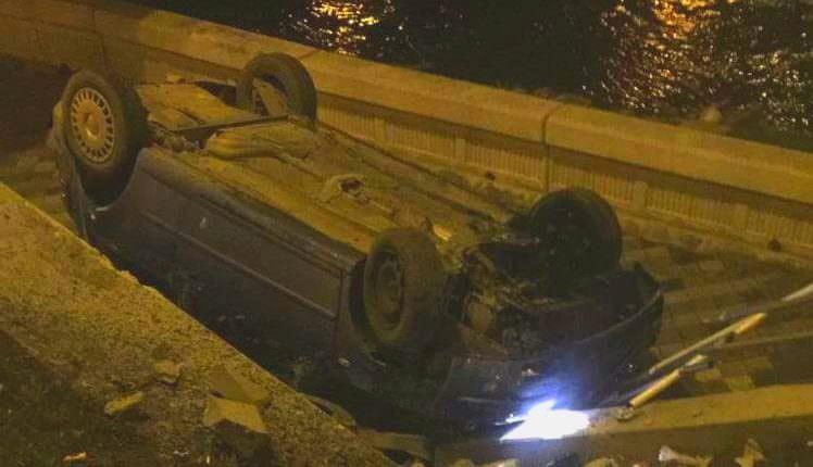 VIDEO FOTO – Accidentul spectaculos de la Piața Cibin. O mașină i-a tăiat calea șoferiței autoturismului ajuns sub pod