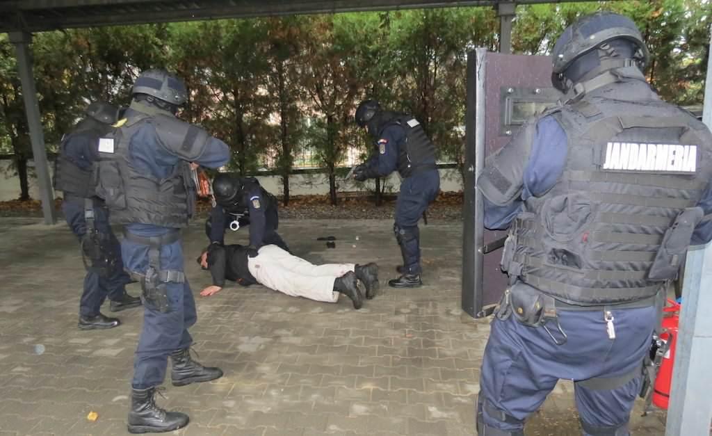 jandarmi jandarm atac arest perchezitii