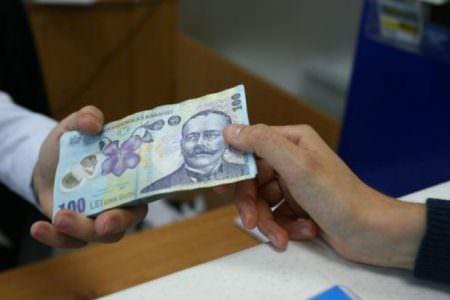 împrumuta bani pe valută)