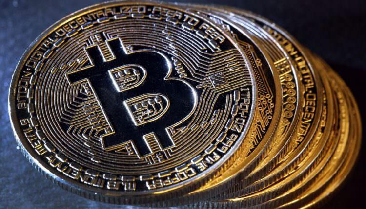 Căderea Bitcoin continuă. Criptomoneda se tranzacţionează la cel mai mic nivel din ultimele 5 luni