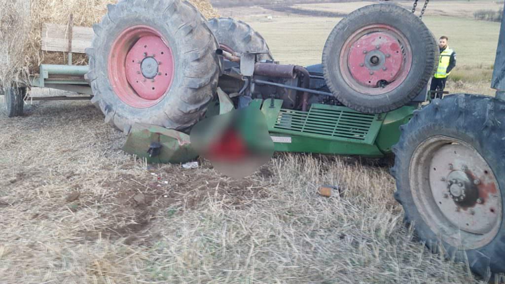 tractor rasturnat 2