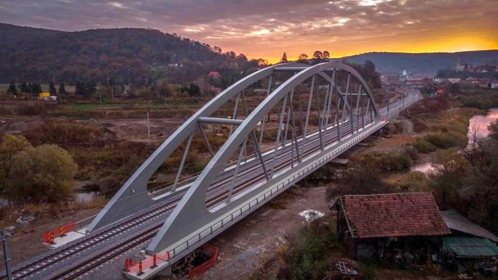 pod peste tarnava