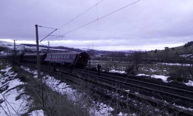 tren deraiat 2