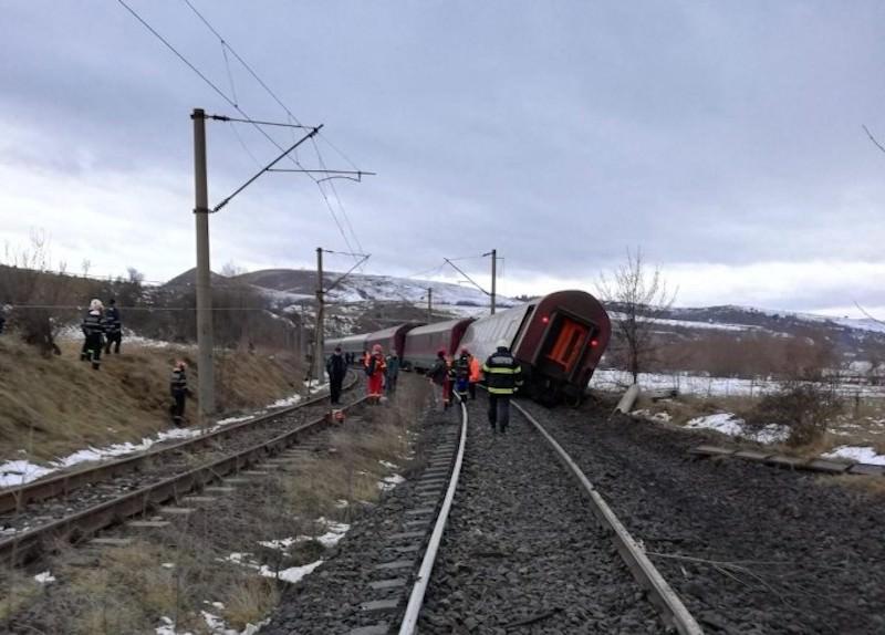 tren deraiat 21
