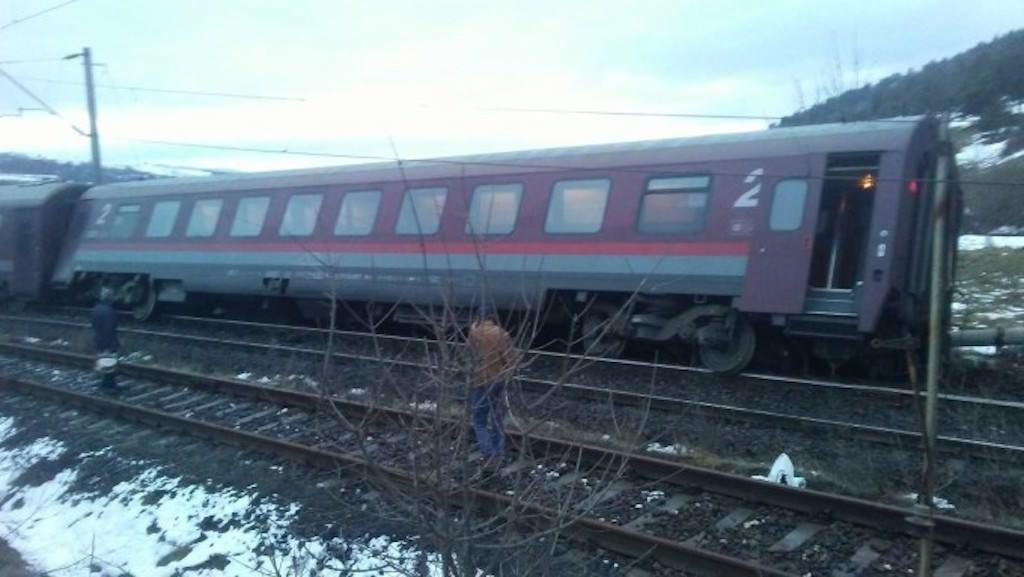 tren deraiat 22