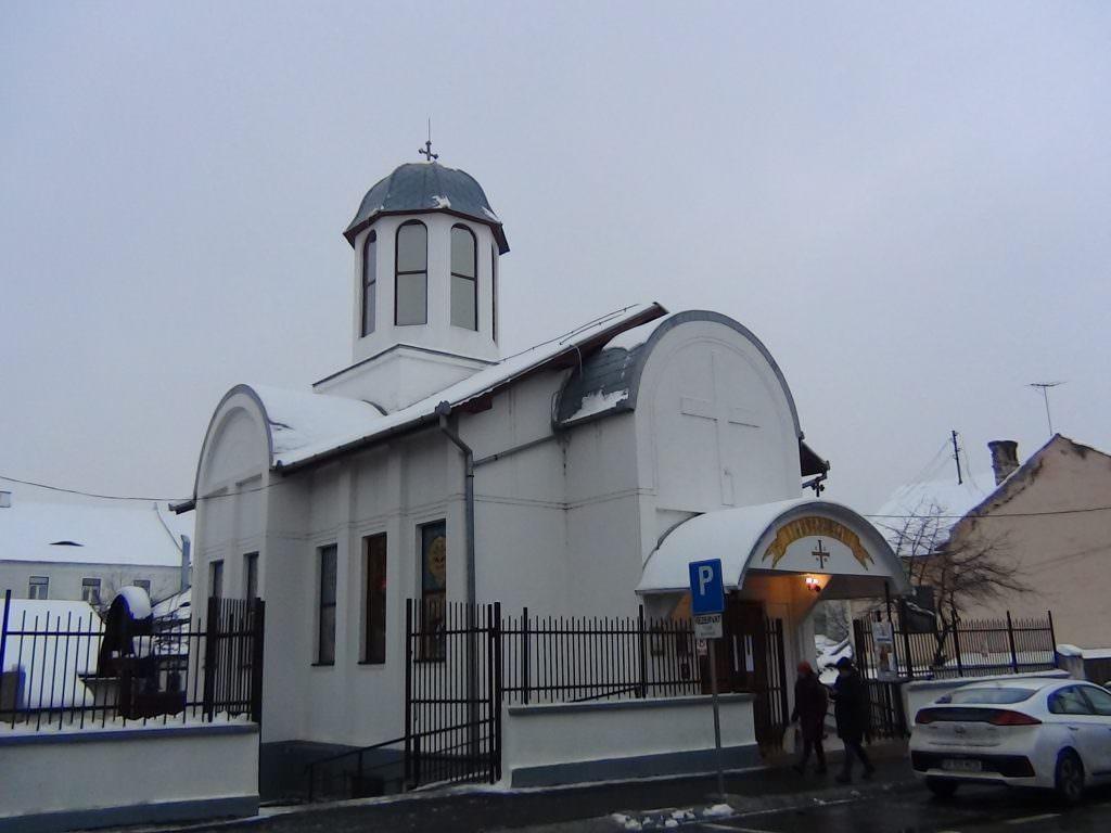 foto biserica strada dealului exterior iarna