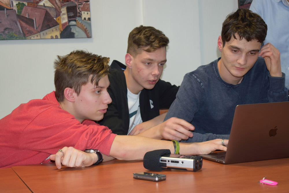 foto elevii din echipa goga concurs nasa sua 2