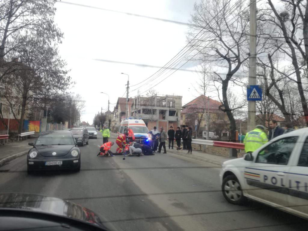 foto pieton ranit ambulanta politie masini