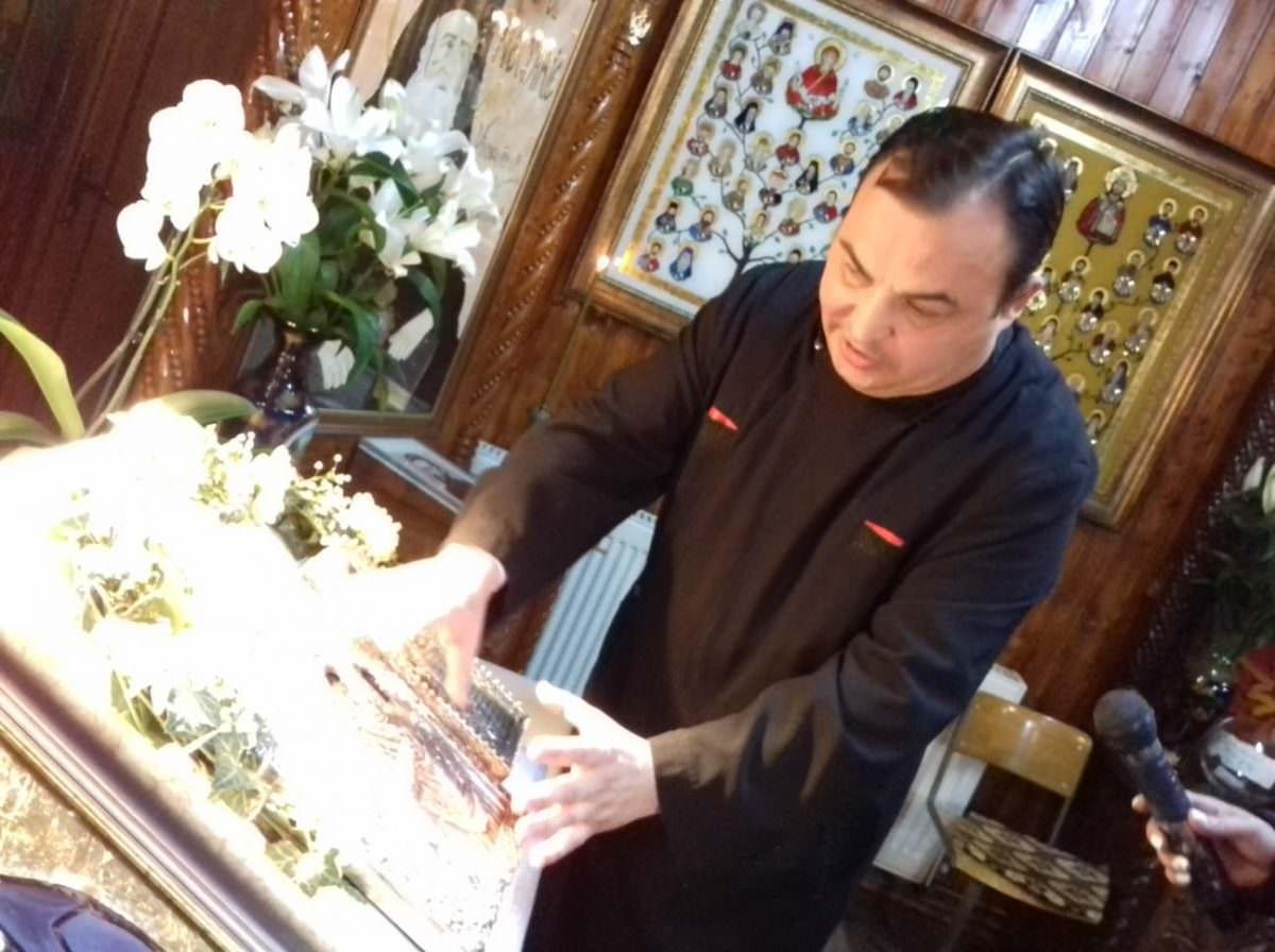 preotul catalin dumitrean si icoane facatoare de minuni