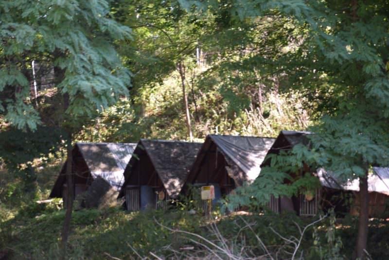 foto ocna sibiului casute lemn camping lacul fara fund