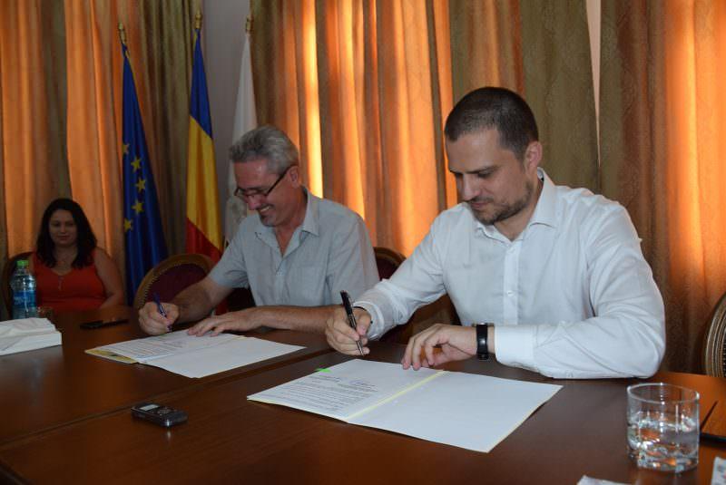 foto primarul ocna sibiului claudiu predescu ministrul turismului bogdan trif