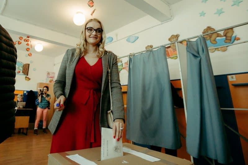foto nevasta lui Dan Barna la alegeri prezidenţiale 2019 Sibiu