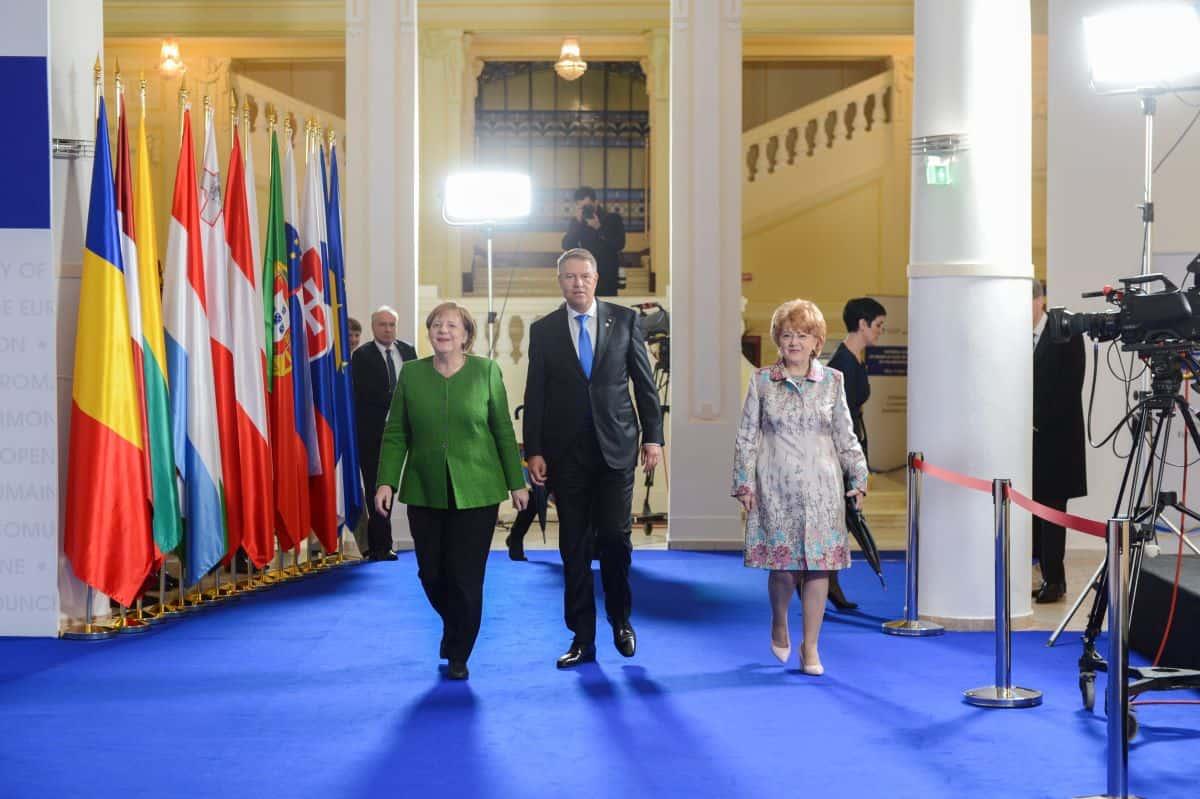 16 Se intereseaza Klaus Iohannis de ce se mai intampla la Sibiu  1