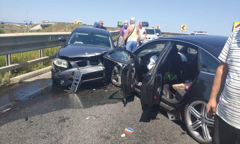 accident frontal doua masini