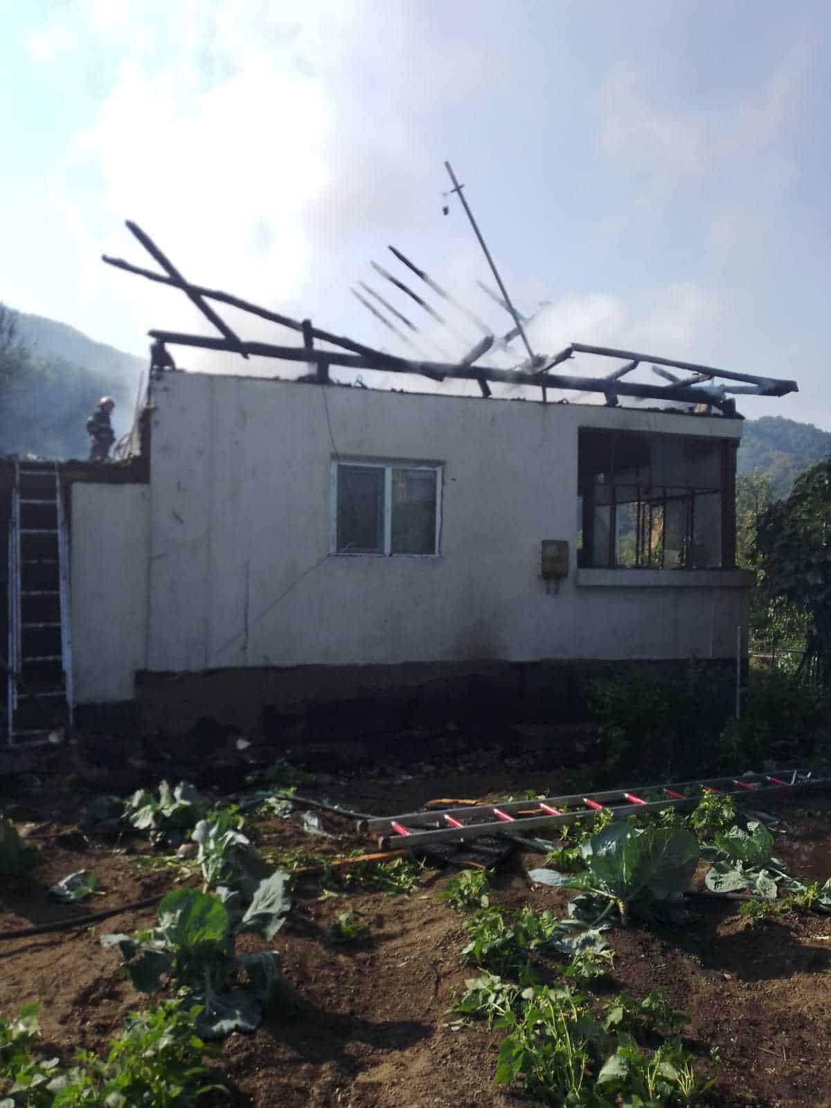 27.09.2021 incendiu in localitatea Brezoi 2