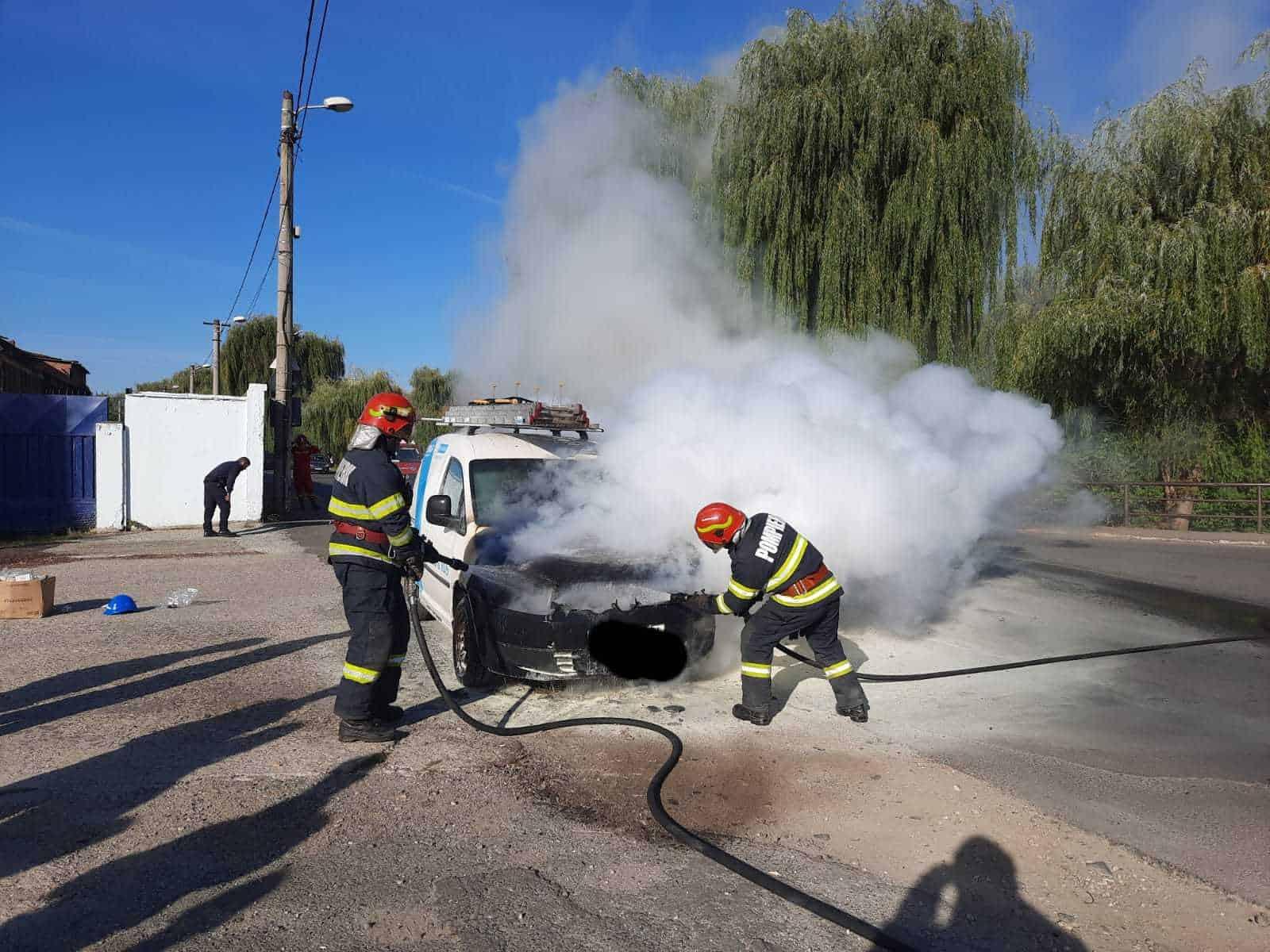 incendiu masina0 raului